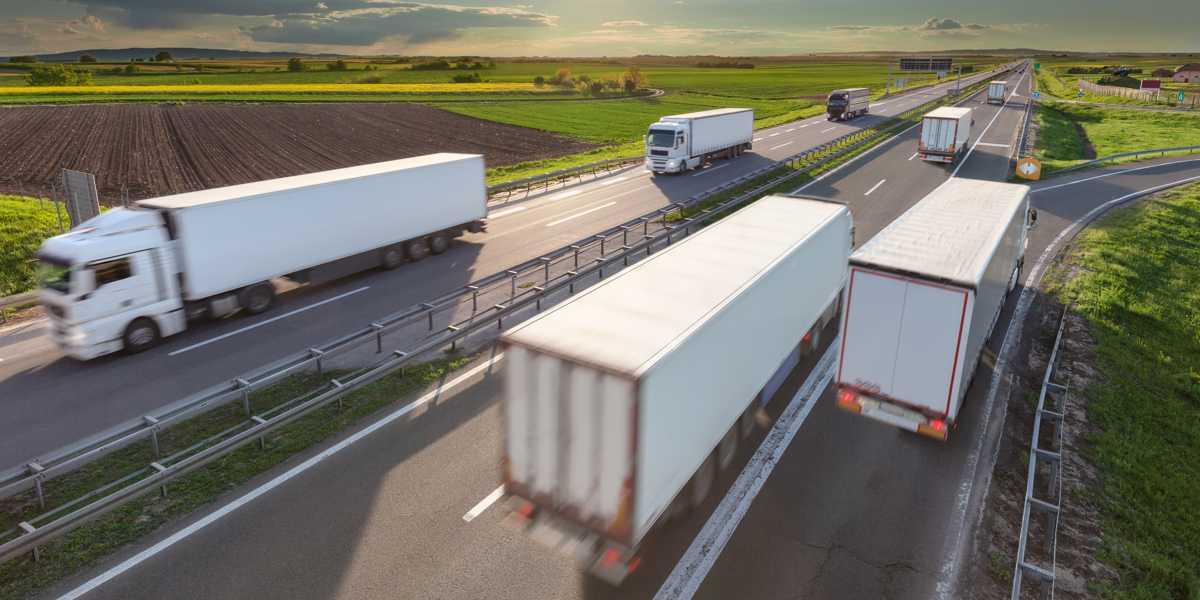 Retomada de atividades amplia tráfego de veículos pesados.
